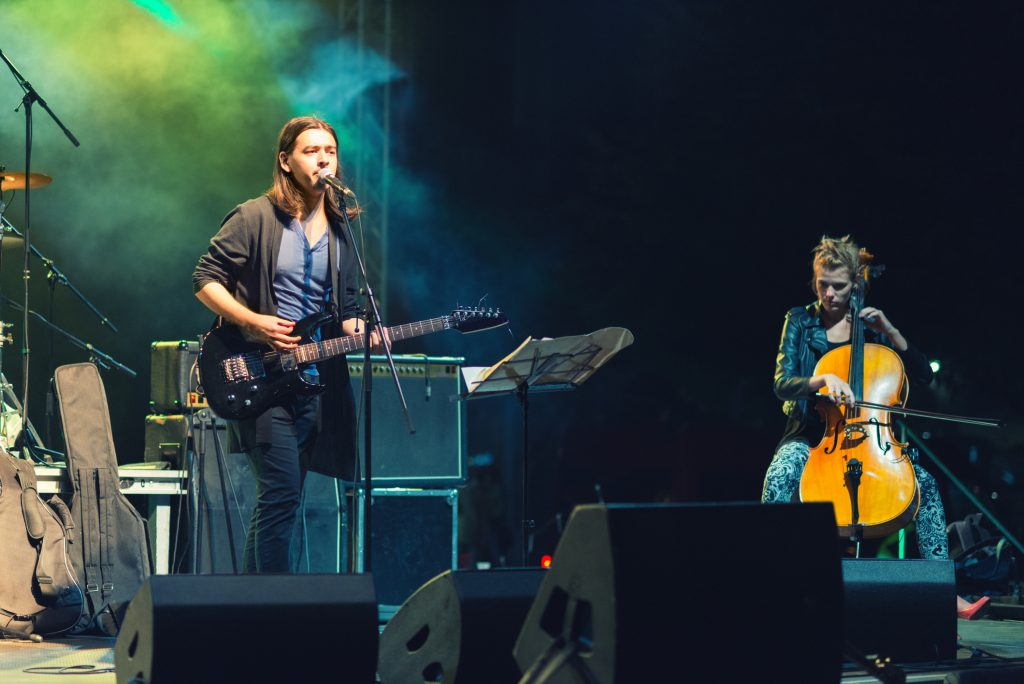 Image of a live band on stage  with ideal microphone placement.